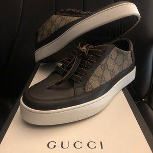 Brand new authentic Gucci GG Supreme 'dark brown'
